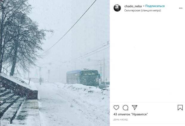 Фото дня: снегопад у «Селигерской»