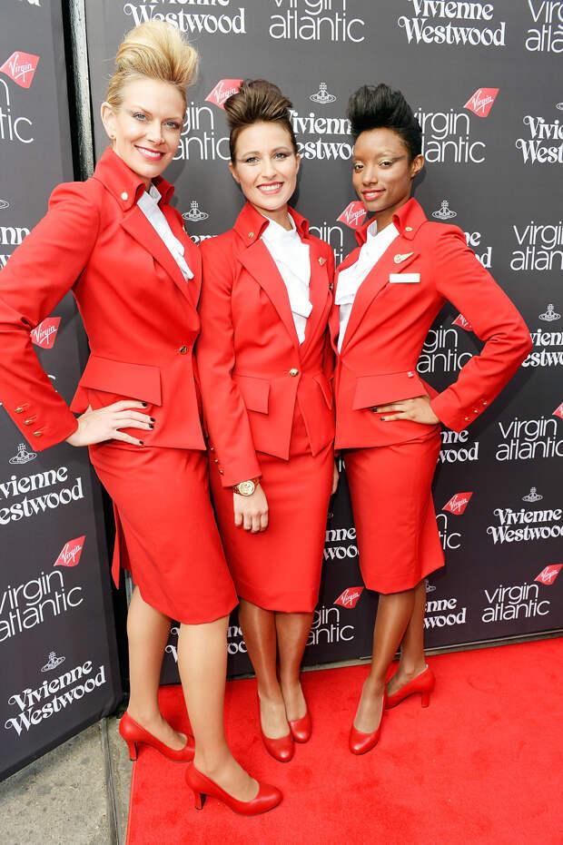 Стюардессы Virgin Atlantics в униформе Vivienne Westwood
