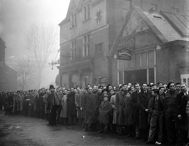 Как футболистов «Динамо» едва не поселили в казарму на время турне-1945 по Англии. Ситуацию спас тренер, посмотревший в замочную скважину