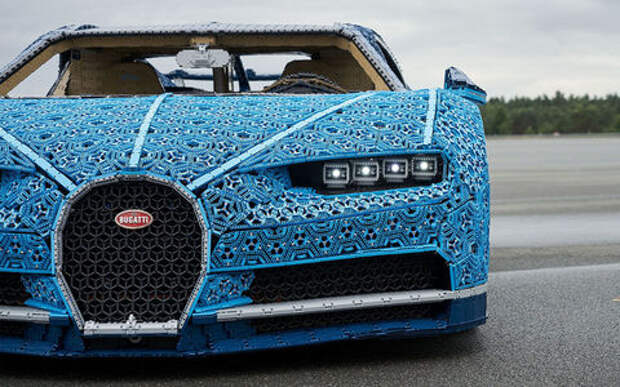 Bugatti Chiron собрали из Lego и поставили в Парк Горького