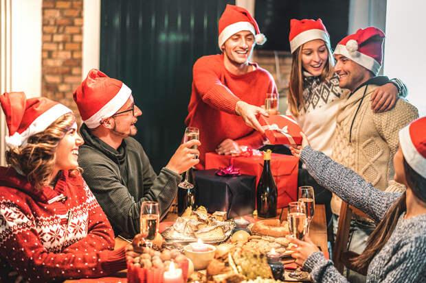 Мясников рассказал, как отметить новогодние праздники и выжить