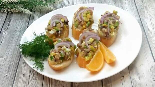 Фото к рецепту: Новогодняя закуска из любимой селёдочки