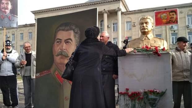 В Грузии требуют памятник Сталину и возобновление отношений с РФ