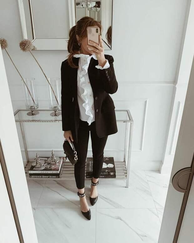 Офисный стиль 2021: женственные образы в стиле модных трендов