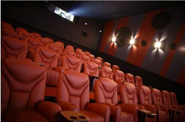 Одна из крупнейших киносетей мира закроет сотни своих залов