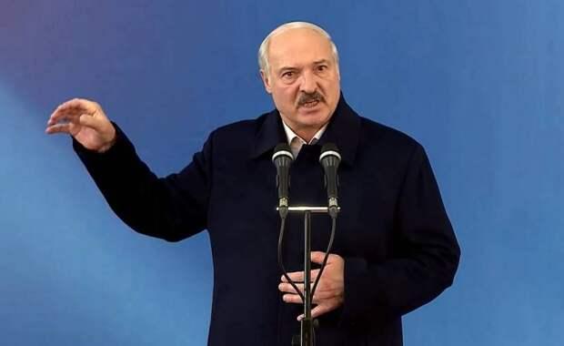 Американские СМИ: Лукашенко оказался «меж двух огней»
