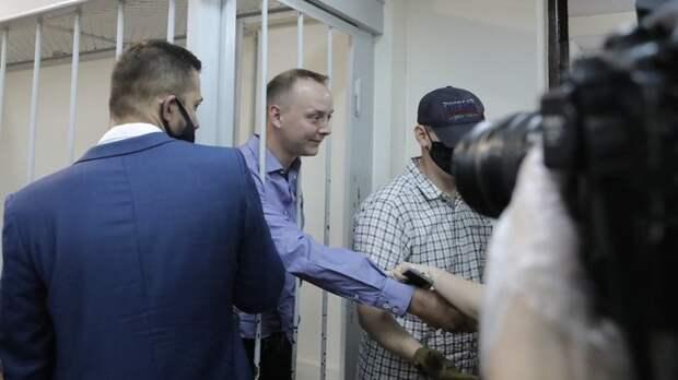 """Взлёт-посадка: В чём обвиняют советника """"Роскосмоса"""" Сафронова и кто его защищает"""