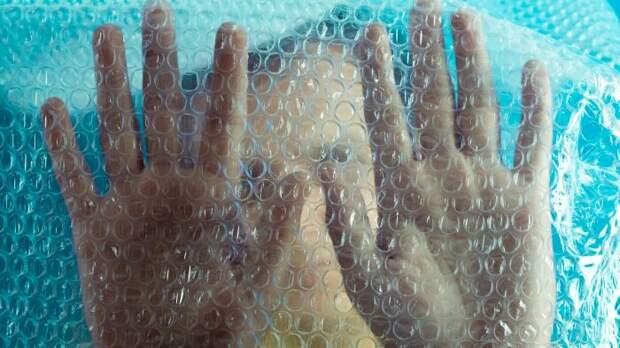 Изначально создатели пузырчатой пленки планировали выпуск моющихся обоев / Фото: mentalfloss.com