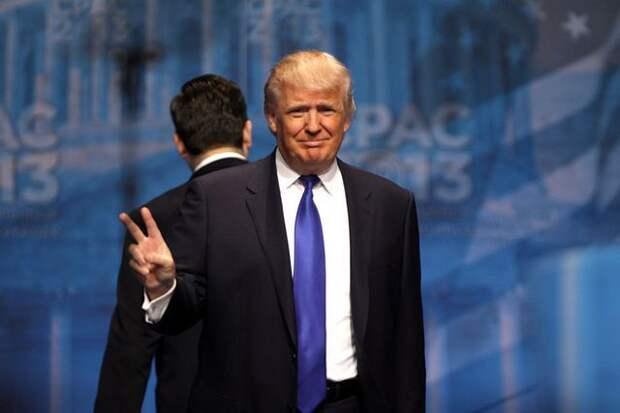 Трамп назвал себя «стеной», отделяющей «американскую мечту» от «хаоса»