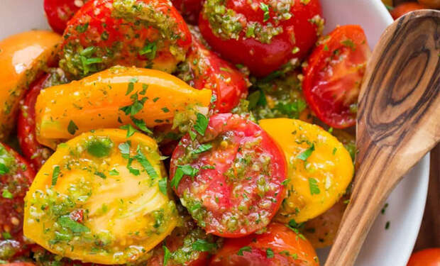Скороспелая закуска из помидор: вкуснее любого салата