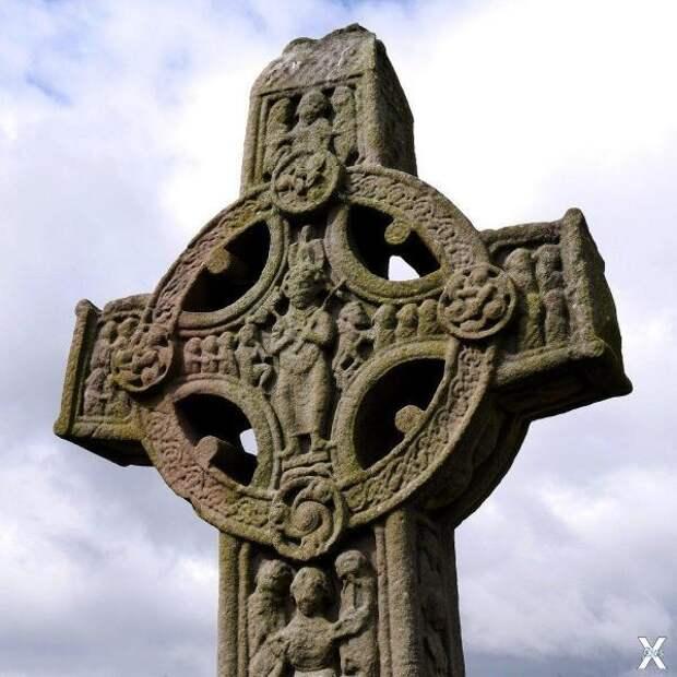 Ирландский каменный крест X в. н.э.