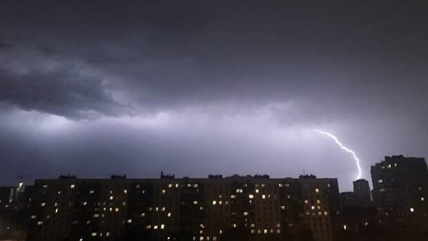 """""""Желтый"""" уровень опасности может быть установлен в Москве из-за грозы"""