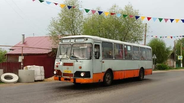 Один из лучших 677 из оставшихся на ходу. Переделан на пропан, и проблема с неумеренным аппетитом 677-х — не про него Арзамас, ЛиАЗ 677, автобус, автомир, лиаз, общественный транспорт, ретро техника