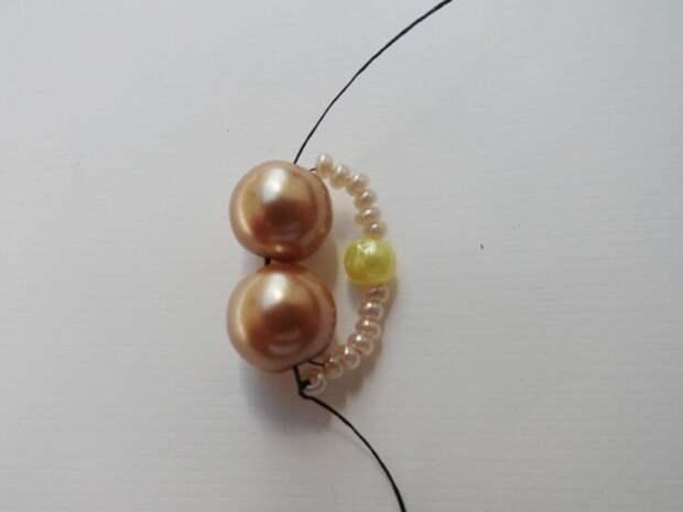 Красивый браслет из бисера и бусин. Фото мастер-класс (4) (520x390, 85Kb)