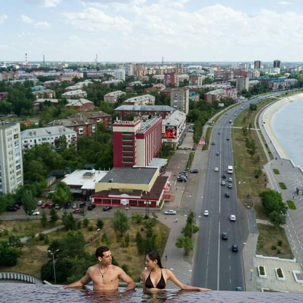 Если бы в Омске были открытые бассейны с видом на город: 7 угарных фото