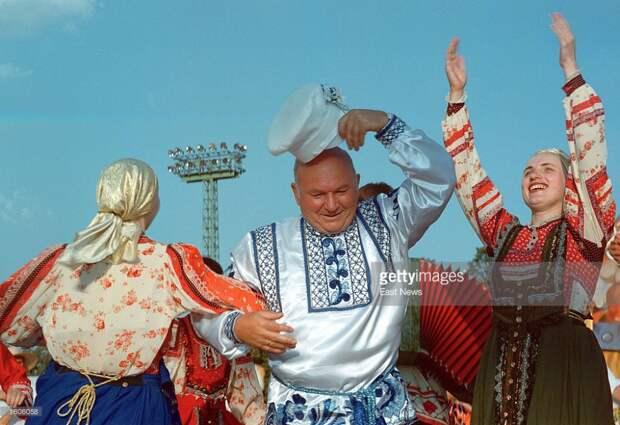 Юрий Лужков на фестевале пива в Москве.
