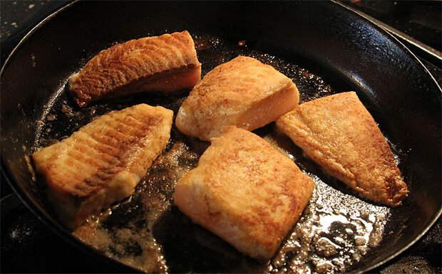 Исправляем частые ошибки при жарке рыбы: сохраняет вкус после разморозки и больше не пригорает