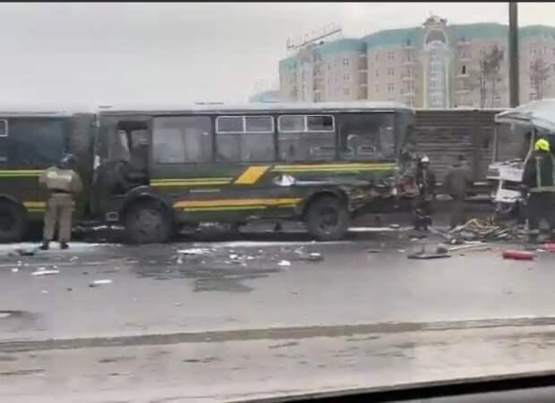 Автобус протаранил колонну военных автобусов на Новорижском шоссе в Подмосковье
