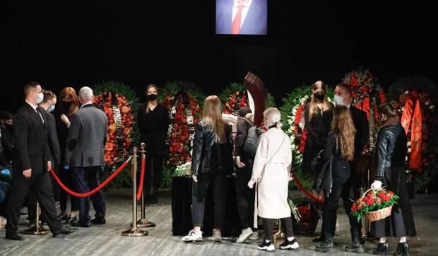 С Борисовым в могилу положили 220 тысяч