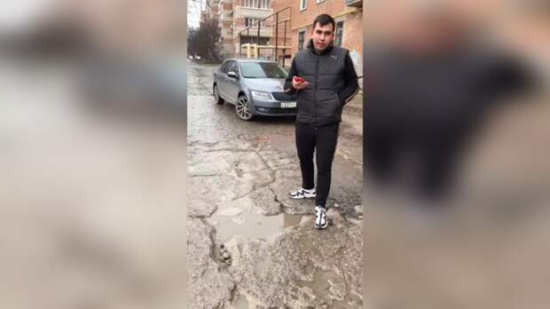 Житель Таганрога объехал полгорода ипоказал ямы надорогах