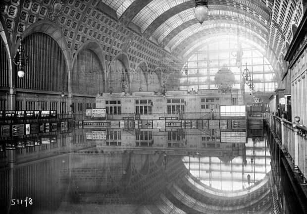 8 фото наводнения в Париже, которое заставило французов плавать