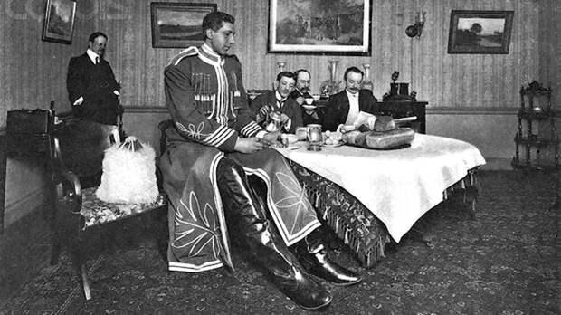 Фёдор Махнов: сколько спал и ел самый высокий человек в мире
