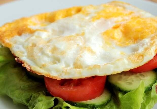 Бутерброд с яйцом и овощами без хлеба. \ Фото: bigmir.net.