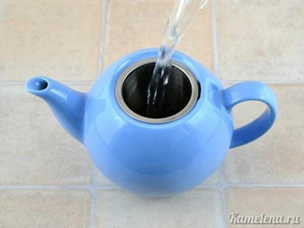 Заварить 300 мл чая обычным