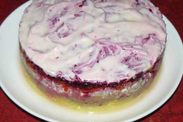 Салат слоеный с консервированной рыбой