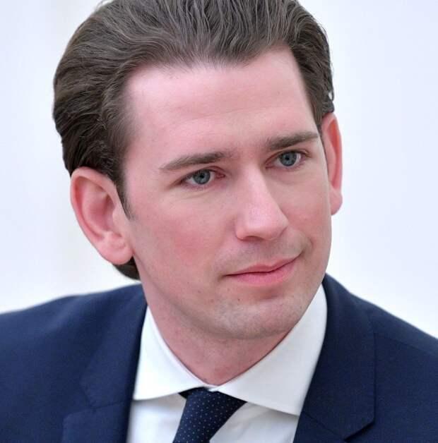Канцлер Австрии заявил о готовности привиться российской вакциной