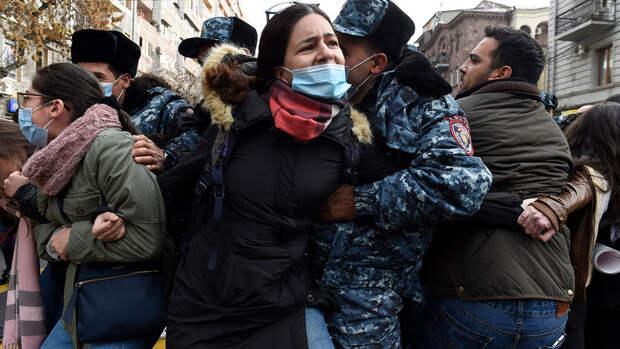Cтычки с силовиками произошли в Ереване на акции протеста