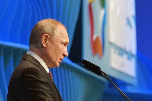 На саммите БРИКС Путин пояснил смысл закона, запрещающего россиянам безудержно критиковать власть