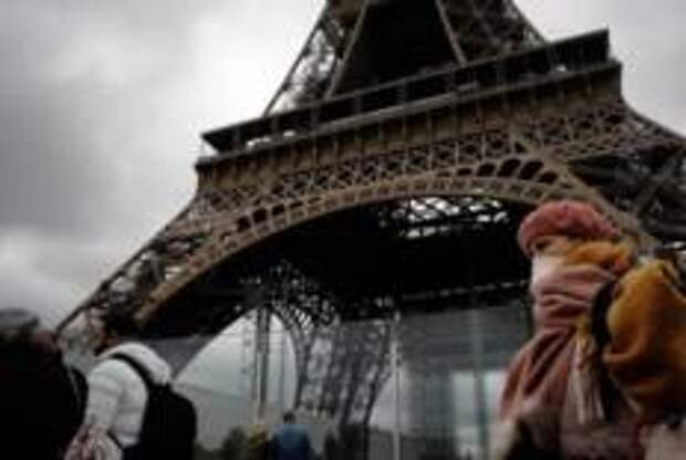 Эйфелеву башню откроют для посетителей в июне