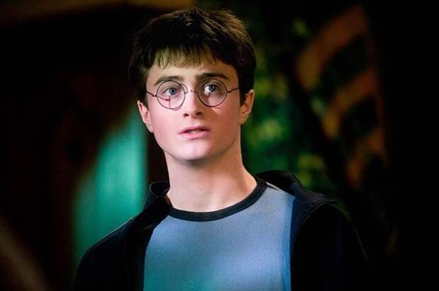 Очки и волшебную палочку со съёмок «Гарри Поттера» выставили на аукцион