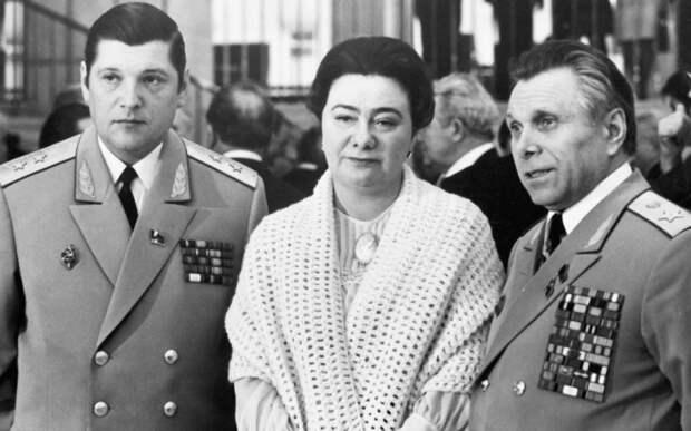 Щелоков в компании дочери Брежнева, подруги Светланы. /Фото: yandex-images.clstorage.net