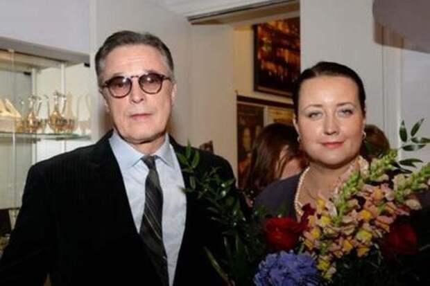 Актер с третьей женой Лаурой | Фото: biography-life.ru