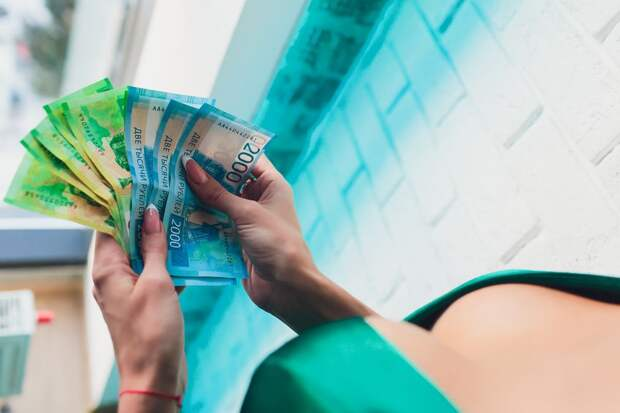 Россиянин раздал 6 миллионов рублей стриптизёршам, а потом отнял