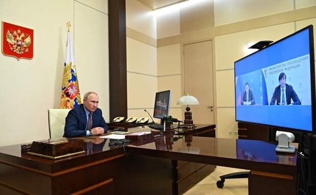 Со 2 августа: Владимир Путин передвинул поближе начало выплат родителям школьников