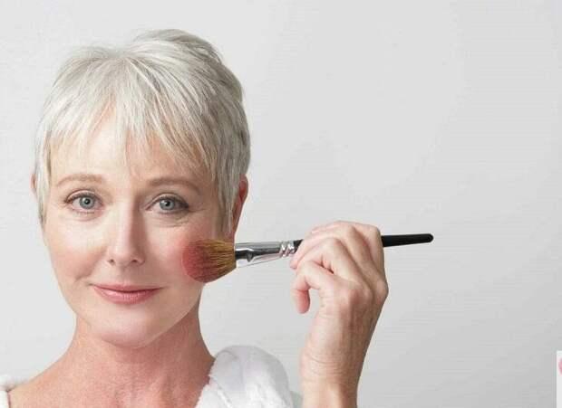 Как нельзя наносить тональный крем после 40 лет: ошибки, которые добавляют возраст