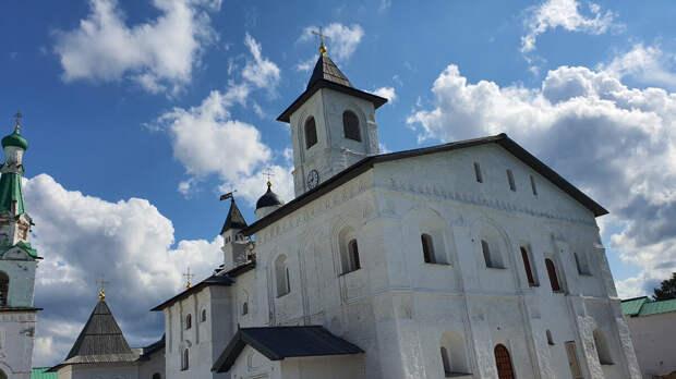 Церковь Покрова Пресвятой Богородицы с трапезной (1533—1536)