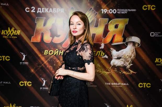 Михаил Галустян, Юлия Михалкова и Алёна Апина сняли номер в роскошном отеле
