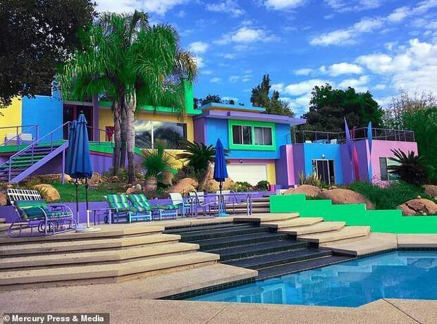 Художница тратит тысячи долларов, чтобы еедом был ярким, новот соседи неввосторге