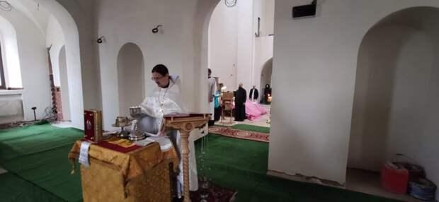 В храме святых Константина и Елены на Митинской в День Всех Святых отслужат две литургии