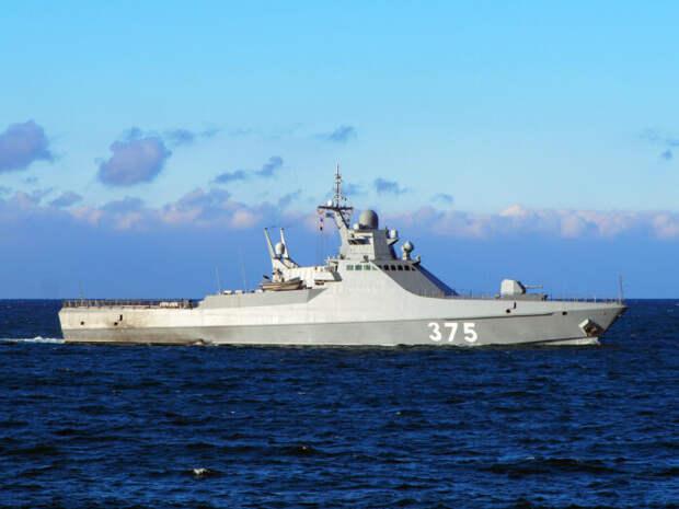 ВЧерном море российский корабль начал преследование трех судов НАТО