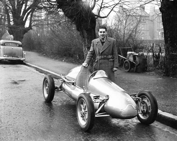 Джон Купер и Cooper Mk IV, оснащенный 500-кубовым двигателем JAP. авто, автогонки, автоистория, автомир, автомобили, автоспорт, гонки, формула 1