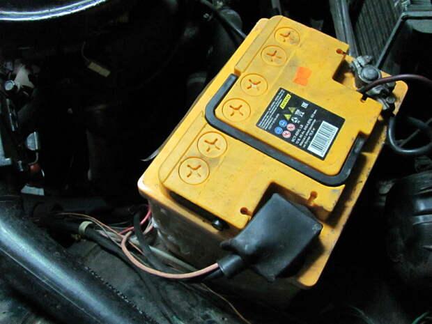 Надо ли при зарядке аккумулятора откручивать пробки