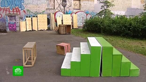 Петербуржцы благоустроили двор, превратив его в мини-парк