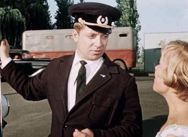 Юрий Белов, кадр из фильма «Королева бензоколонки». / Фото: www.kino-teatr.ru