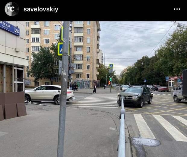 На перекрестке в Савеловском сошлись легковушки