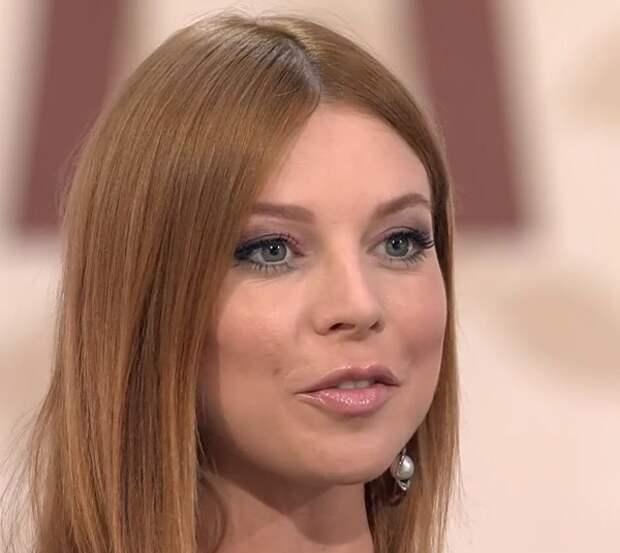 Беременная Наталья Подольская показала, как выглядит ее фигура в роскошном купальнике